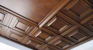 отделка потолка деревянные панели фото