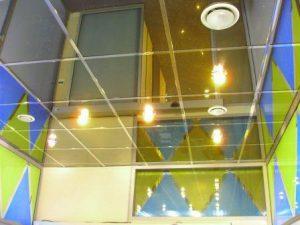 Потолки подвесные из стекла фото