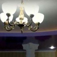 Какой выбрать: натяжной потолок ПВХ или тканевый