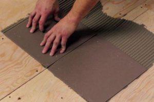 Как клеить керамогранит на пол, на стену