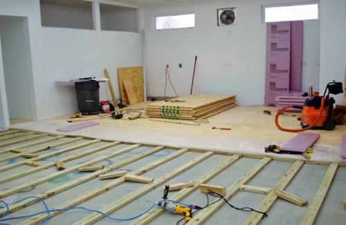 Фанера для выравнивания бетонного пола