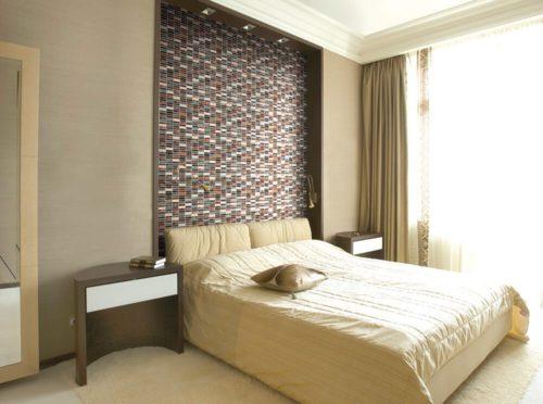 Мозаику можно использовать и для оформления спальни