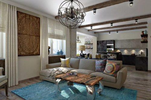 Портьеры и люстра из классики, потолочные балки – из кантри