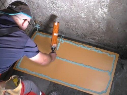Наклейка плит ЭППС на боковые стенки