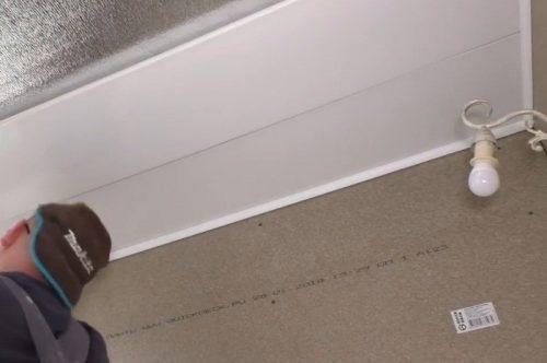 Облицовка потолка ПВХ-панелями
