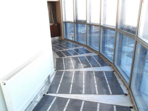 Пирог пола с греющими элементами полноценно решит проблему отопления балкона