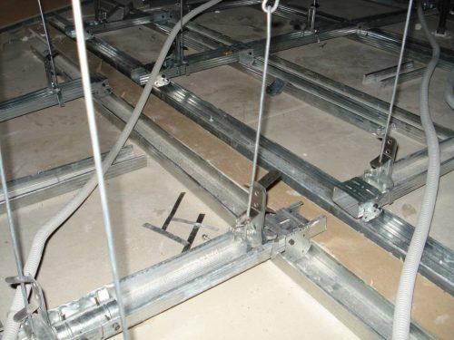 Потолок на спицевых подвесах