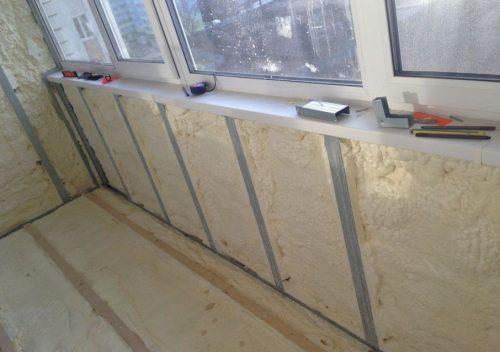 Применение пенного утеплителя для изоляции балкона