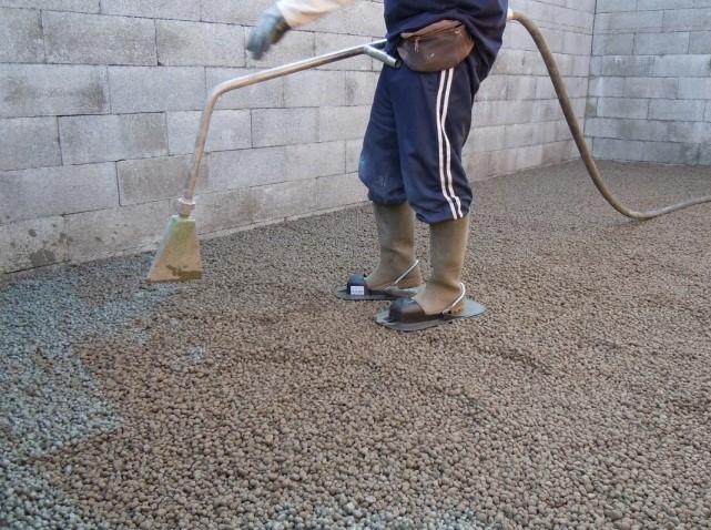 Проливка толщи керамзитной засыпки цементным молоком