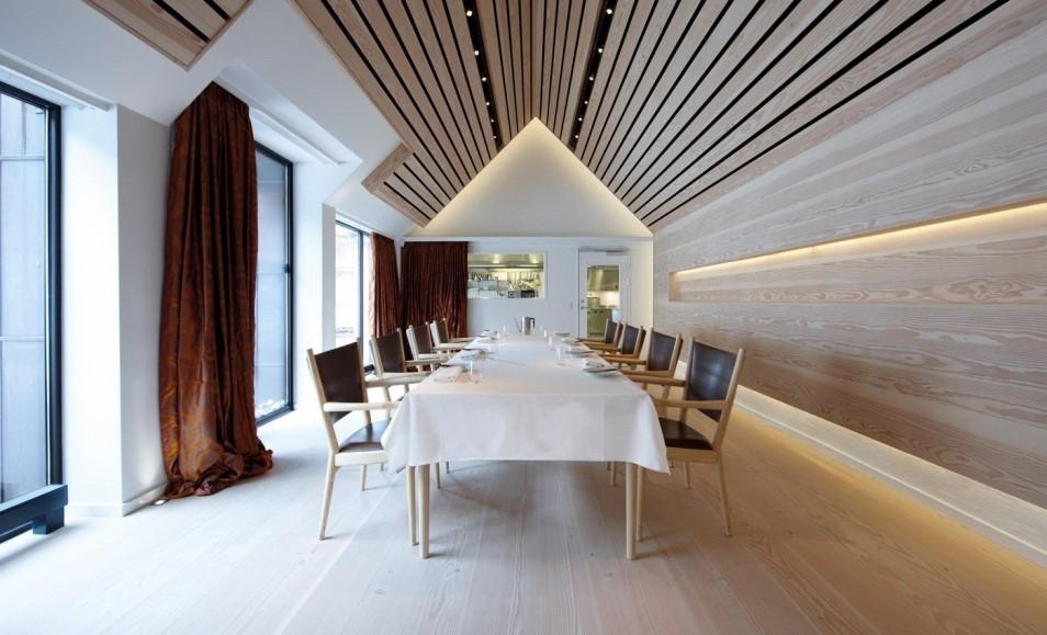 Реечные панели в потолочном интерьере