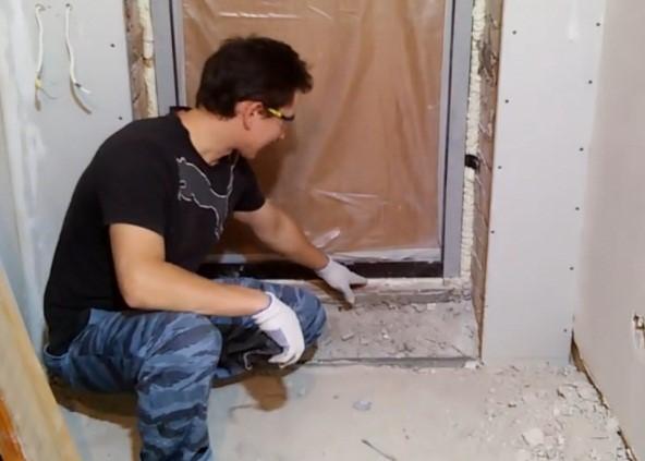 Толщина стяжки пола с керамзитом определяется по нижней плоскости дверной коробки