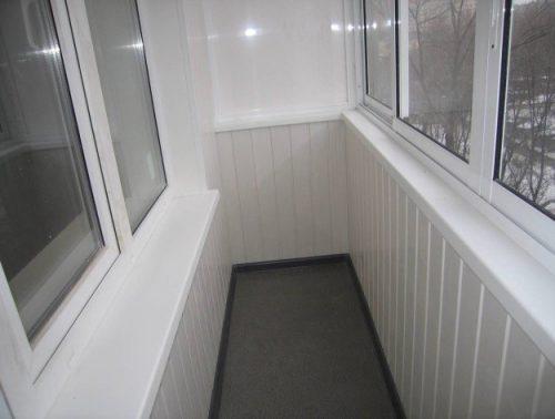 Внутренняя отделка балкона панелями ПВХ
