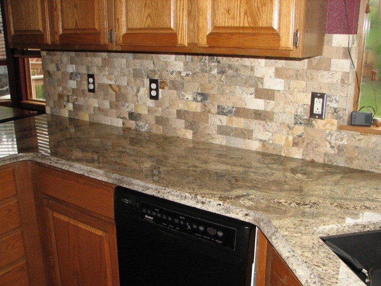 Внутренняя отделка кухни ПВХ панелями с имитацией камня