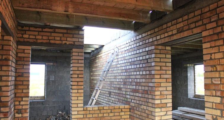 Какие стены можно штробить – на фото показана внутренняя несущая стена