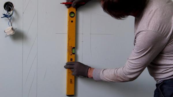 Разметка стены под штробу