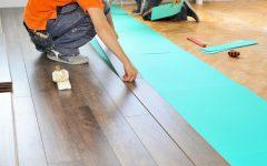 Как постелить ламинат на деревянный пол