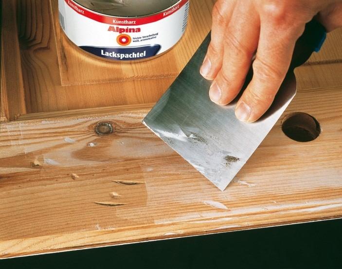 Устранение дефектов дверного потолка шпаклёвкой