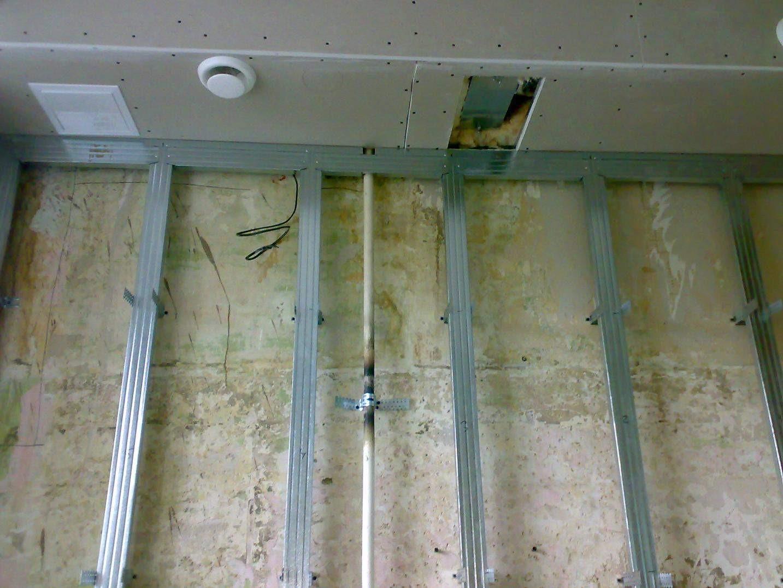 Каркас из металлического профиля с закладной под натяжной потолок