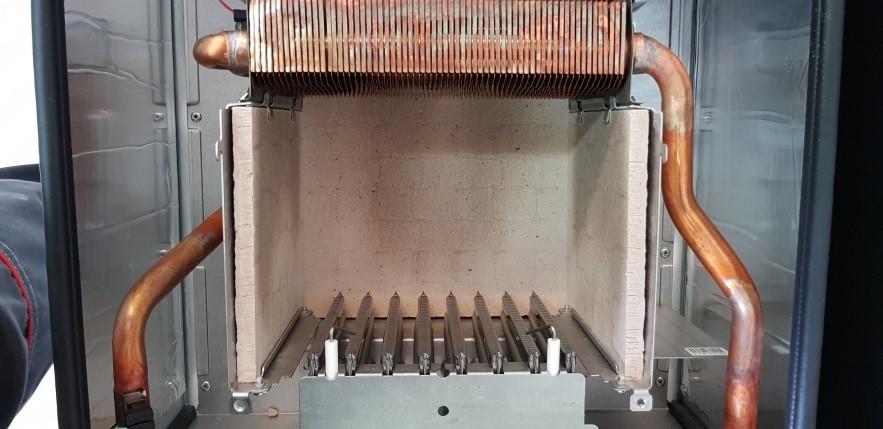 В камере сгорания теплообменник располагается над горелкой